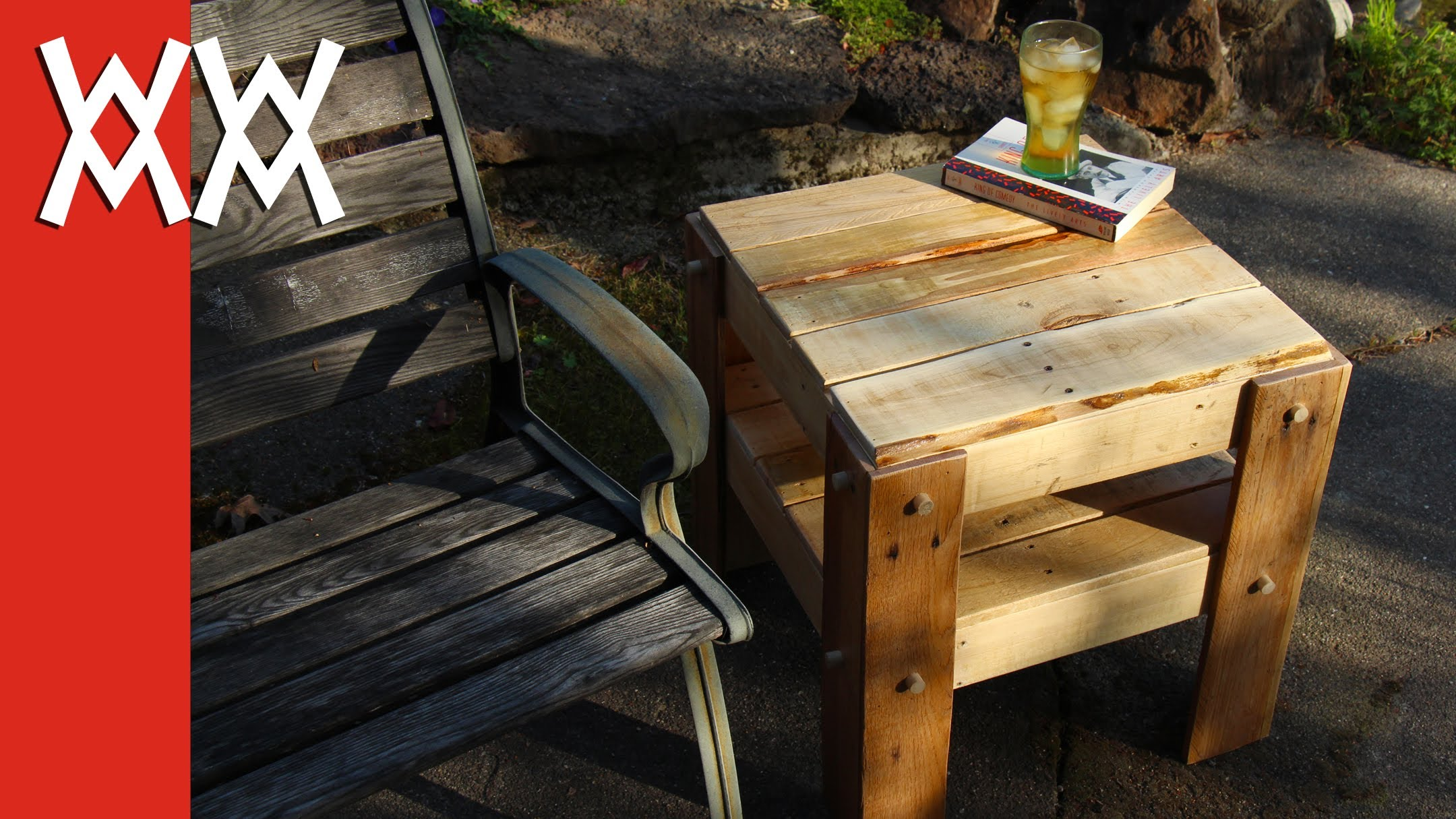 Do it yourself rustic facet table built from absolutely free pallets.